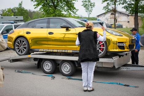 Dresden: Wie Dresdens Gold-Porsche seine Farbe bekam