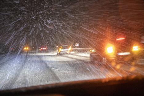 Schnee richtet Chaos in Frankreich an