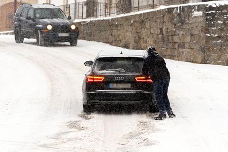 Schneefall sorgt für Staus in SOE