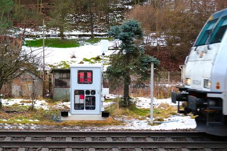 Messstation für Güterzüge im Elbtal