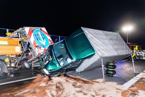 Autobahn nach schwerem Unfall gesperrt
