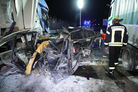 A 4: Volvofahrer stirbt nach Unfall