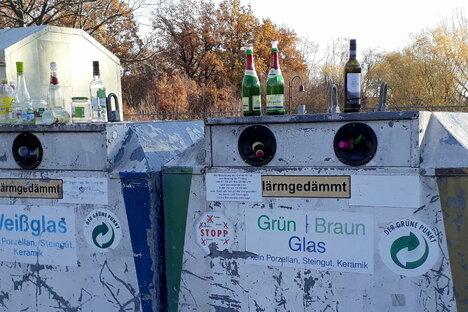 Freital: Glascontainer quellen über - wegen Corona