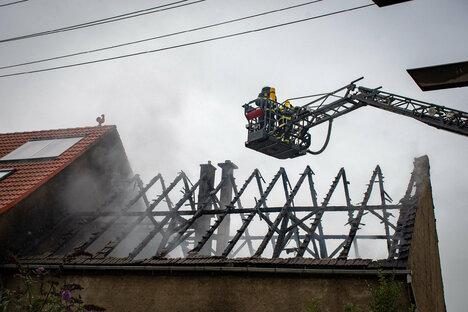 Brand zerstört Nebengebäude in Roßwein