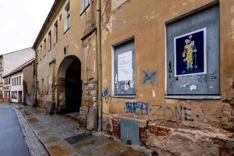 Bautzen: Gedichte und Fotos auf bröckelnder Fassade