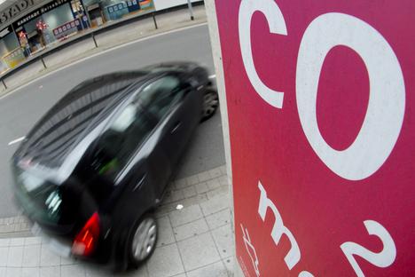 Neue Autos stoßen weniger CO2 aus