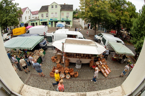 Frischemarkt und Kuchenbasar auf der Bahnhofstraße
