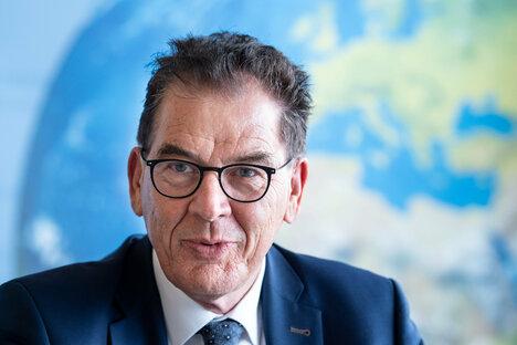 CSU-Minister Müller kündigt Rückzug an