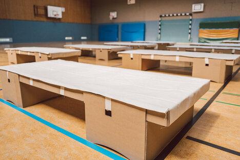 Ein Papp-Bett für den Notfall