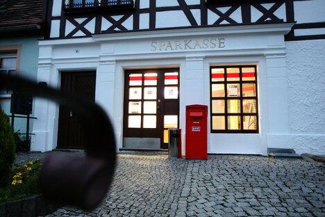 Pirna: Wie die Sparkasse Filialschließungen erklärt