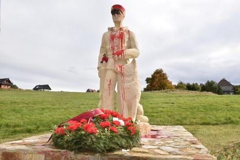 Tschechien: Kontroverses Denkmal beschmiert