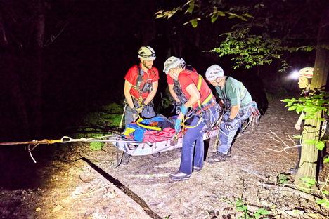 Pirna: Rathen: Bergsteiger stürzt in Felsspalte