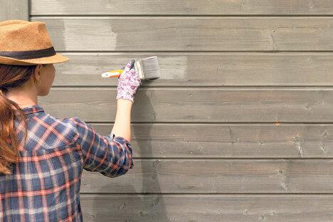 Bauen und Wohnen: So schützen Sie Zaun, Gartenmöbel und Co.