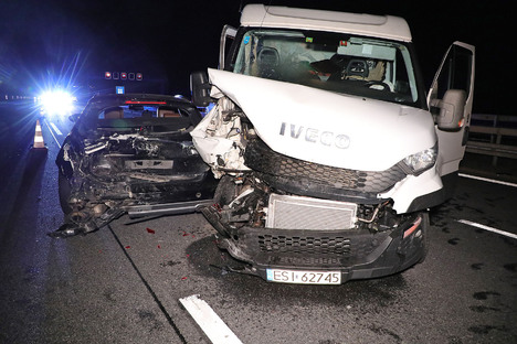 A4: Fahrbahnen nach Unfall blockiert