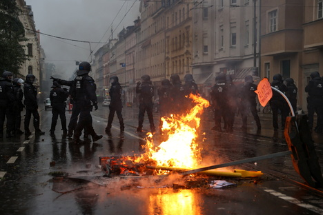 "Sachsen: ""LinX""-Demo: Staatsanwalt sieht Droh-Banner als Straftat"