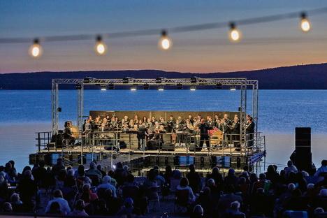 Weißwasser: Europachor singt auf dem Bärwalder See