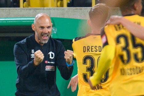 Tor nach Einwechslung - hier ist Dynamos Trainer Spitze
