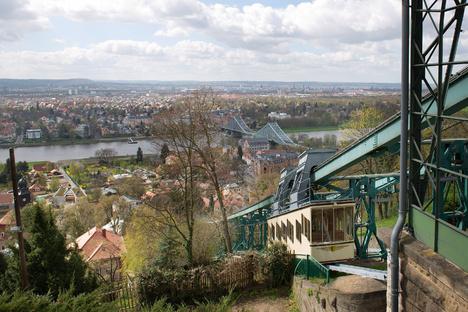 Dresdens Schwebebahn außer Betrieb