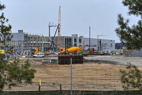 Wirtschaft: Tesla: 1.000 neue Jobs in zweiter Fabrik in Grünheide