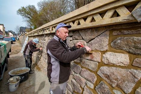 Stützmauer in Hartha stützt nun wieder