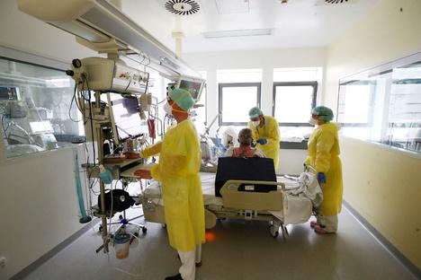 Deutschland & Welt: Weniger als 1.000 Corona-Patienten auf Intensivstation