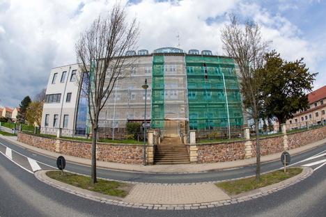Wilsdruffs Rathaus ist verhüllt