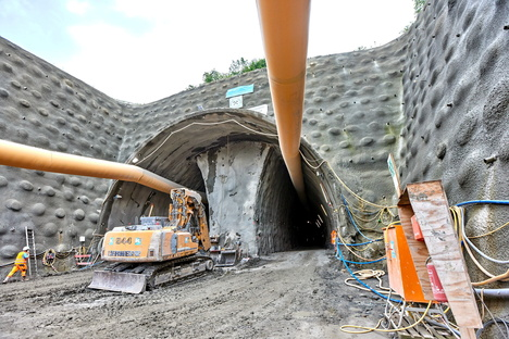 Pirna: Südumfahrung Pirna: Am Tunnel wird wieder gearbeitet