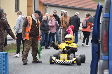 Freital: Seifenkisten testen Strecke in Somsdorf