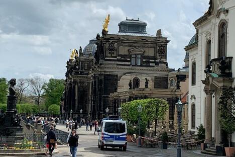 """Dresden: """"Querdenken"""": Bisher ruhig in Dresdens Innenstadt"""