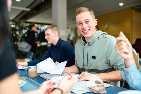 Arbeit und Bildung: Die HSZG lädt ein