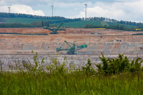 Politik: Skurriler Streit um die Grube Turow