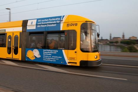 Dresden: Ehepaar in Dresdner Straßenbahn angegriffen