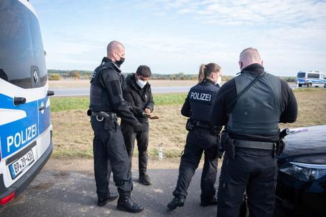 Sachsen: Was Polizisten an der polnischen Grenze erleben