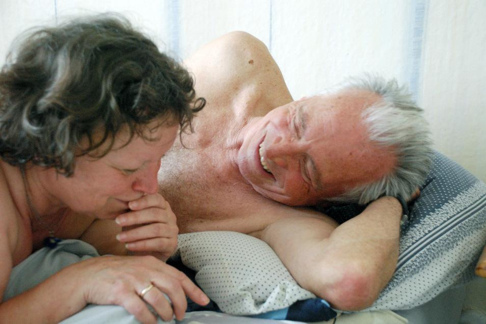 """Ursula Werner und Horst Westphal in einer Szene des Films """"Wolke 9"""". In dem Kinofilm von Andreas Dresen geht es um die Liebe und Sexualität im Alter."""