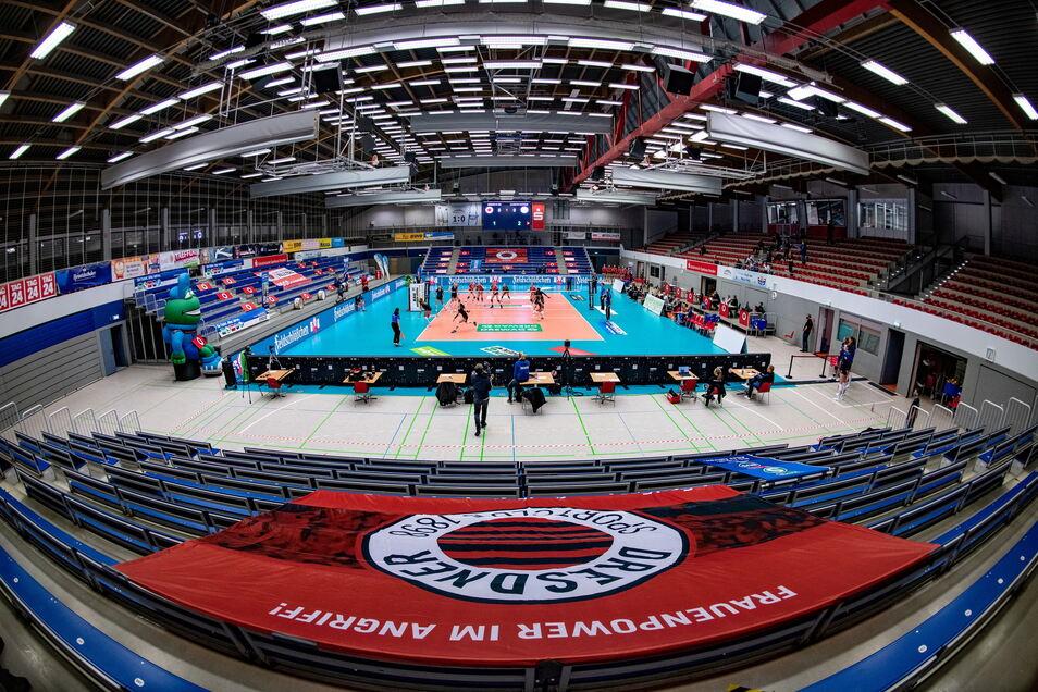 Endlich dürfen wieder Zuschauer zu einem Spiel der Dresdner Volleyball-Frauen in die Margon-Arena.