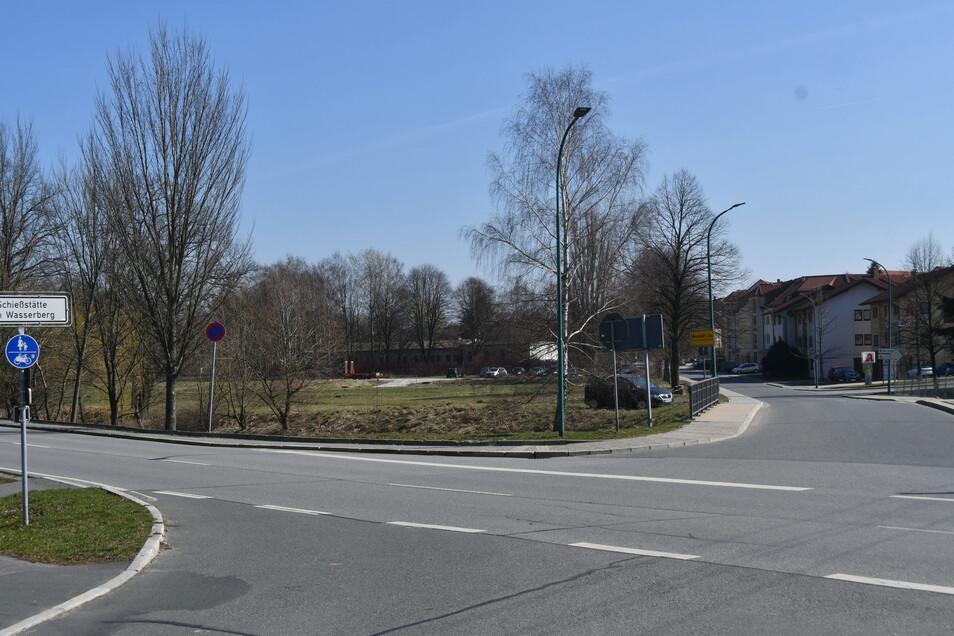 Hier an der Dresdner Straße entsteht der neue Rewe-Markt.