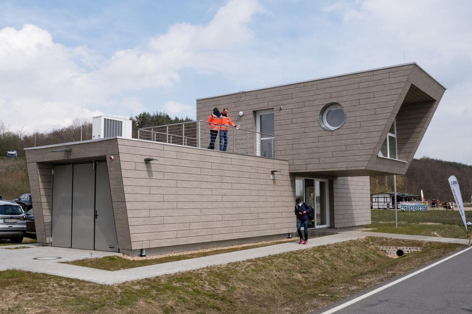 Seit wenigen Tagen offiziell übergeben: Die Rettungsstation am Nordstrand des Berzdorfer Sees.