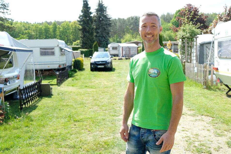 Objektleiter Alexander Rajek freute sich trotz späterer Öffnung und eines durchwachsenen Sommers über viele Camper und Badegäste im Waldbad Oberau.