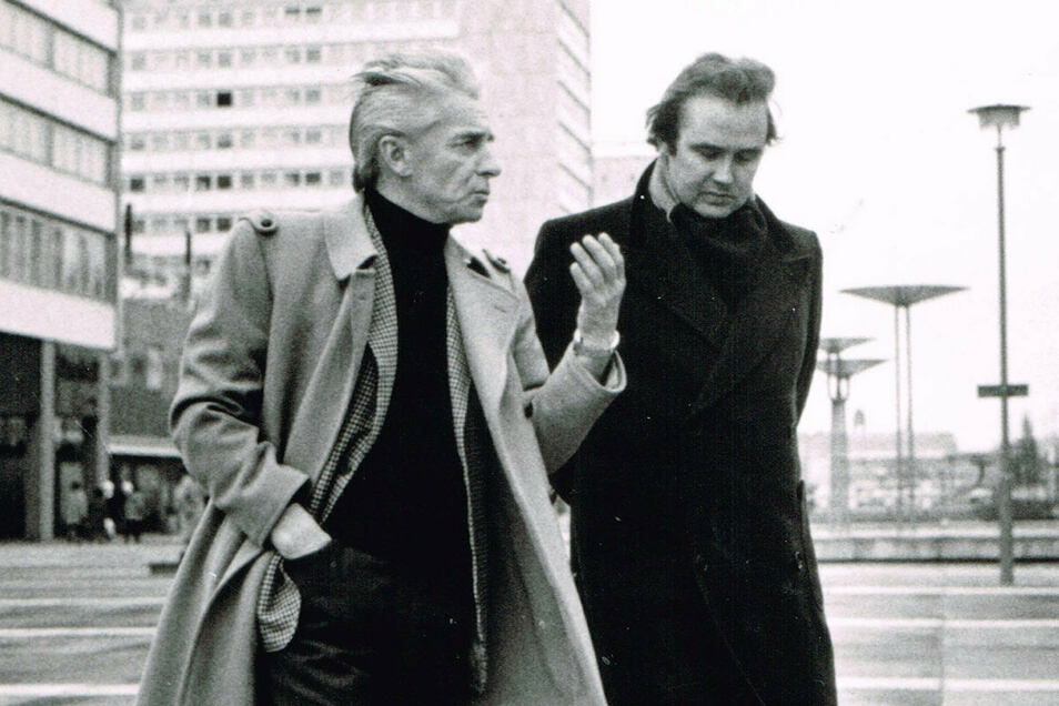 """Weltstars auf der Dresdner Prager Straße: 1970 nahm Herbert von Karajan (l.) in der Lukaskirche Richard Wagners """"Meistersinger von Nürnberg"""" auf. Als aufstrebender Tenor war René Kollo mit von der Partie und ist noch heute begeistert von der Profes"""