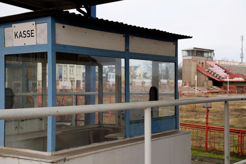 Seit Ende 2019 findet im Ernst-Grube-Stadion nicht mal mehr Fußballtraining statt. Über die Zukunft des Areals wird aber weiter rege diskutiert. Nun will die Stadt bei einem Bürgertreffen Ideen sammeln.