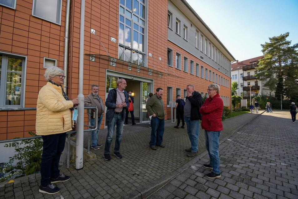 Wer seinen DDR- in einen EU-Führerschein umtauschen möchte, braucht Geduld. Trotz Termin dauert die Wartezeit vor der Führerscheinstelle in Döbeln teilweise mehrerer Stunden.