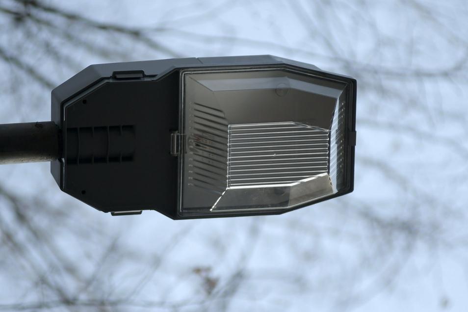 Mit dem Geld von Envia haben die Kommunen Ostrau und Roßwein energiesparende Lampen für die Straßenbeleuchtung finanziert.