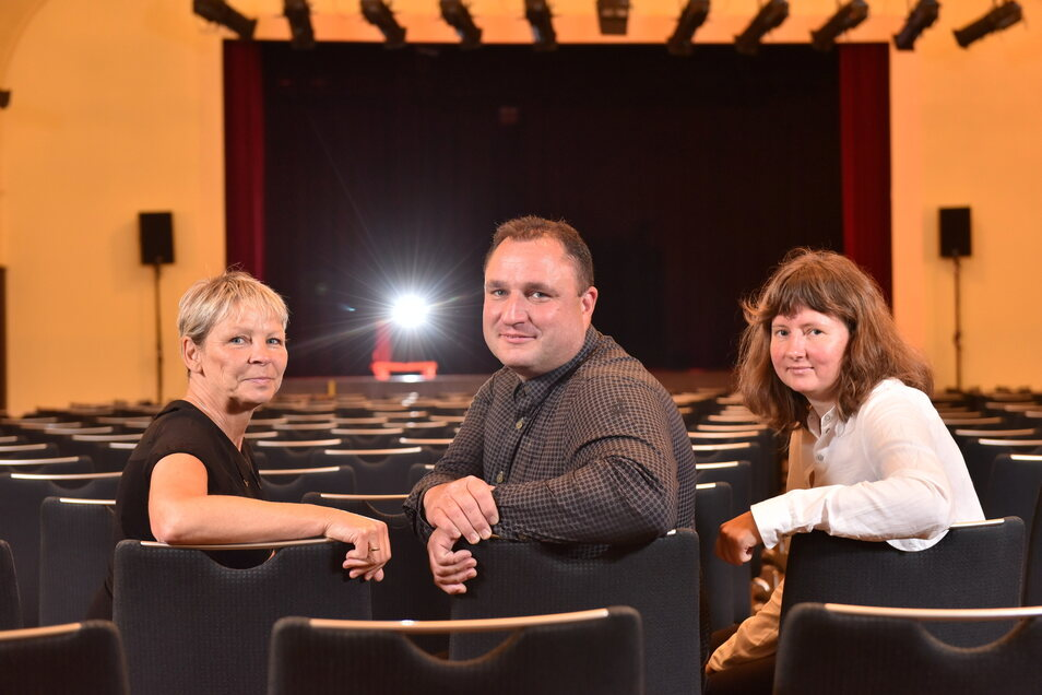 Kathrin Löschmann (v.l.), Silvio Reichel und Angela Meisegeier sind die Mitarbeiter des Kulturzentrums Parksäle. Dieses hat jetzt eine Umfrage zur Kultur in der Stadt ausgearbeitet.