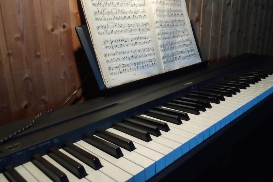 Musik im Homeoffice. Derzeit findet kein Musikschulunterricht statt.