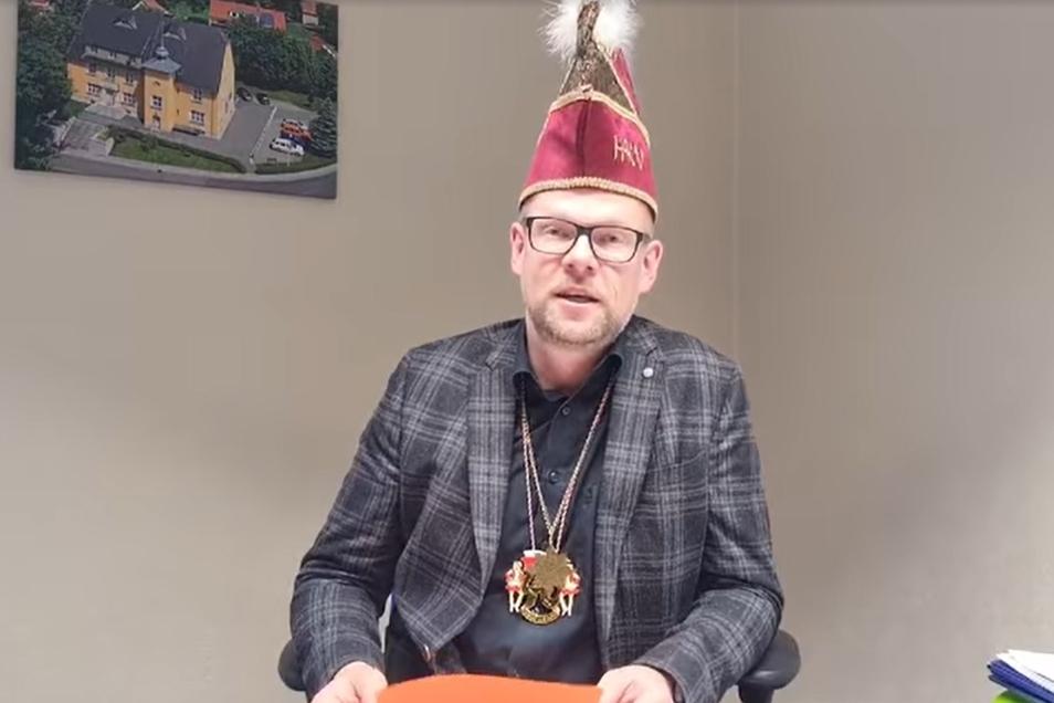Die diesjährige Faschings-Wette wird von Bürgermeister Markus Hallmann per Video verkündet.