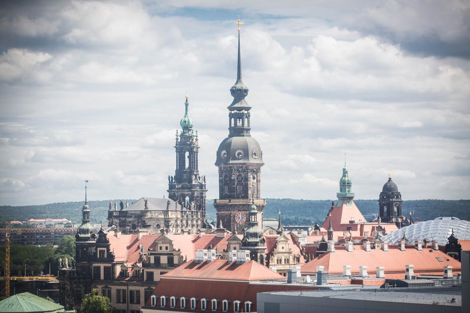 Diese und viele andere Perspektiven der Dresdner Altstadt und weit darüber hinaus können Fahrgäste von dem 55 Meter hohen Riesenrad aus genießen.