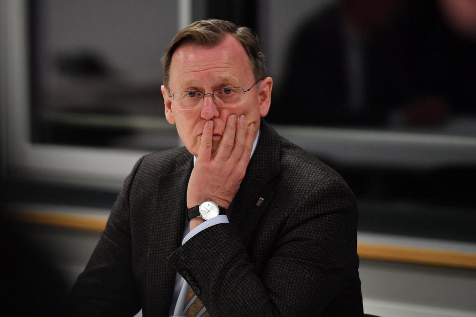 Zwei Wochen nach dem Wahldebakel mit AfD-Stimmen bewegen sich die Parteien in Thüringen im Kreis. Der Versuch Ramelows, eine Übergangsregierung mit Lieberknecht zu installieren, ist geplatzt.