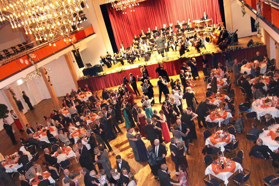 Die FVG will Riesas Stadthalle - hier ein Foto vom Opernball - im kommenden Jahr auch mit einer Reihe von eigenen Veranstaltungen füllen.