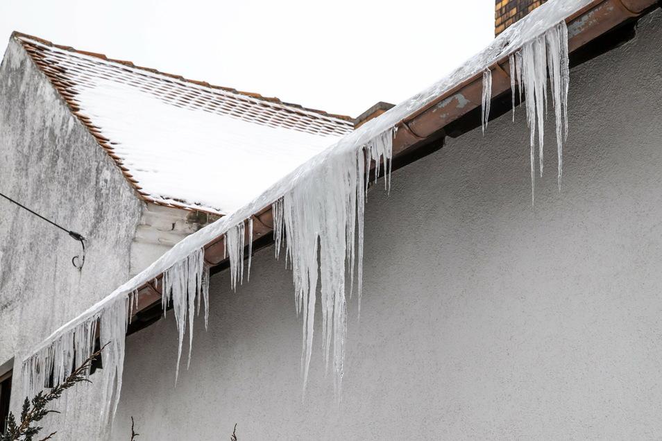 Eiszapfen, wie am Dienstag hier in Niesky, sind eher die Seltenheit.
