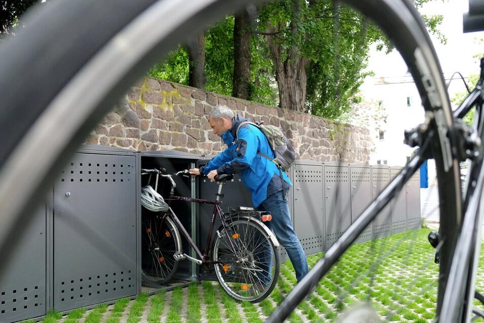 Heiko Schulze durfte die Fahrradbox am Mittwoch einweihen.